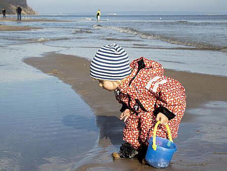 Kind am Strand - Familienurlaub an der Ostsee   Hotel Osteeland