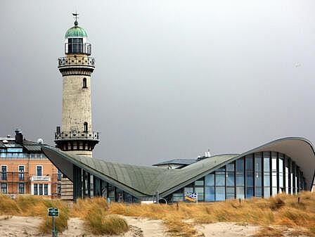 Teepott und Leuchtturm in Rostock-Warnemünde